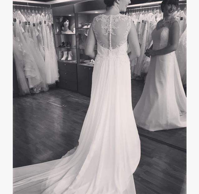 robe de mariée dos décolleté dentelle
